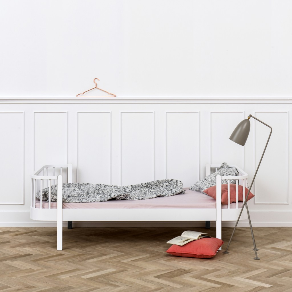 G041402_wood_bed_white1