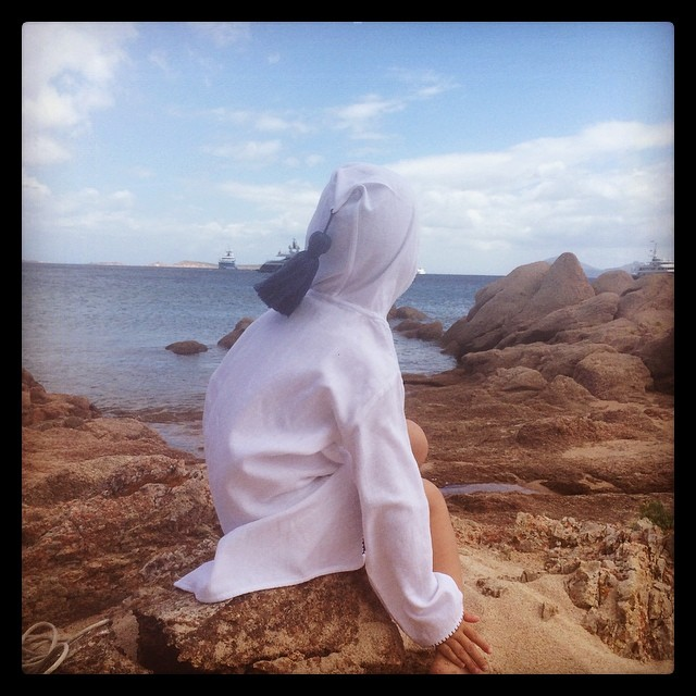 Meditating on a rock. #meditation #moroccanwear #frankiesaysrelax