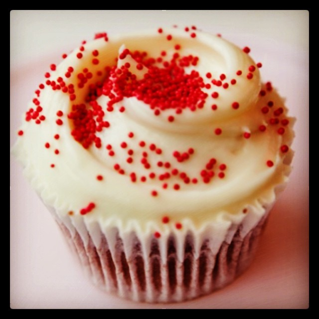 #primrose #bakery have shared their famous #redvelvet #cupcake #recipe with us on #mybaba today. Their secret ingredient....#beetroot #primrosebakery #cakes #sprinkles ❤️