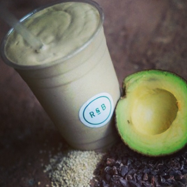 My favourite @rootsandbulbs have let us sneak a peek at their new book and it's not even out yet! I love this #healthyseptember #healthy choc #smoothie with #almondmilk and #avocado for the full recipe check out #mybaba