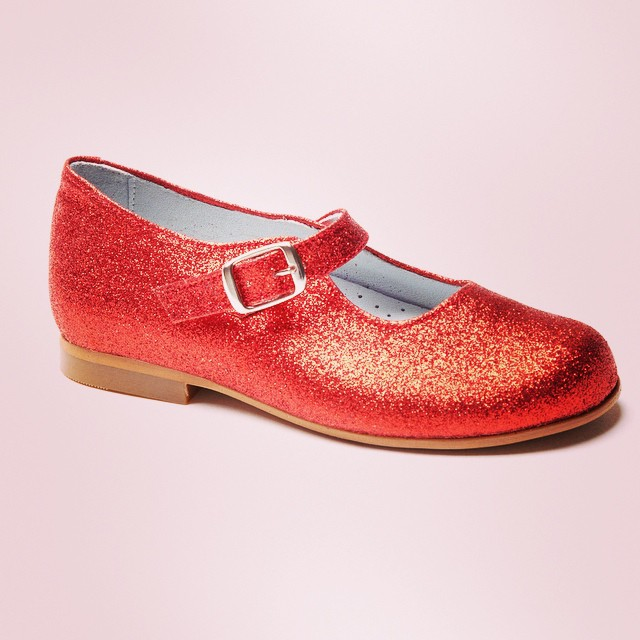 Crazy about these red glitter Mary Janes from #lacoqueta #dorothy #wizardofoz #mybaba #happywrekend