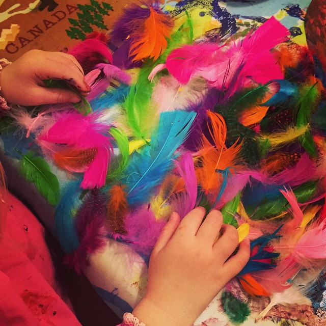 On being asked to choose 4 feathers from the box!!! Making #dreamcatchers with#nannyanita #kidscrafts #4isneverenough