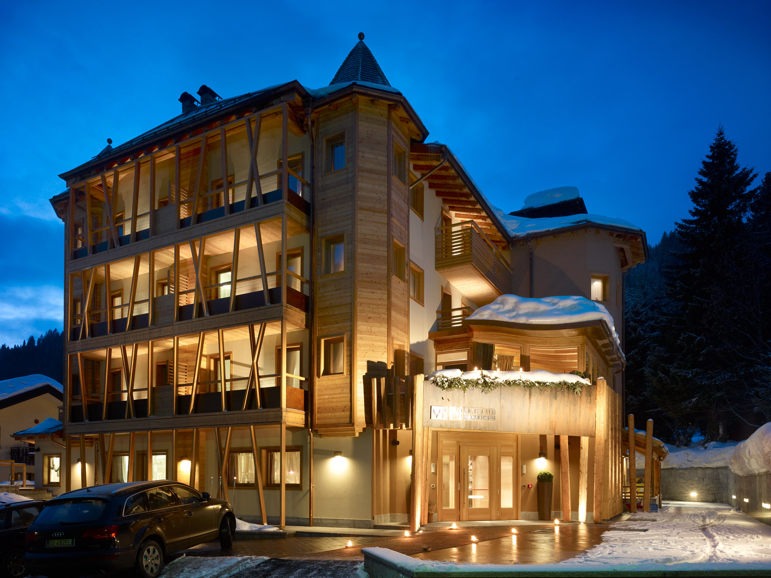Where should i take my family skiing italy france or for Design boutique hotels schweiz