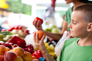 7 Tips To Get Your Child To Eat Right