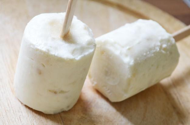 Banana-and-yogurt-ice-pops