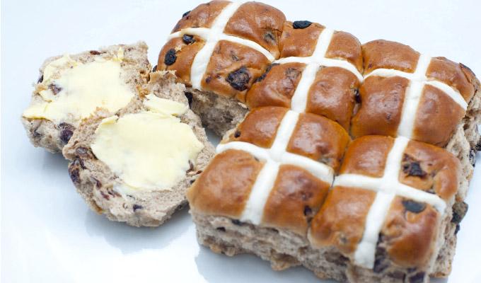 Nigellas-Easter-Hot-Cross-Buns2