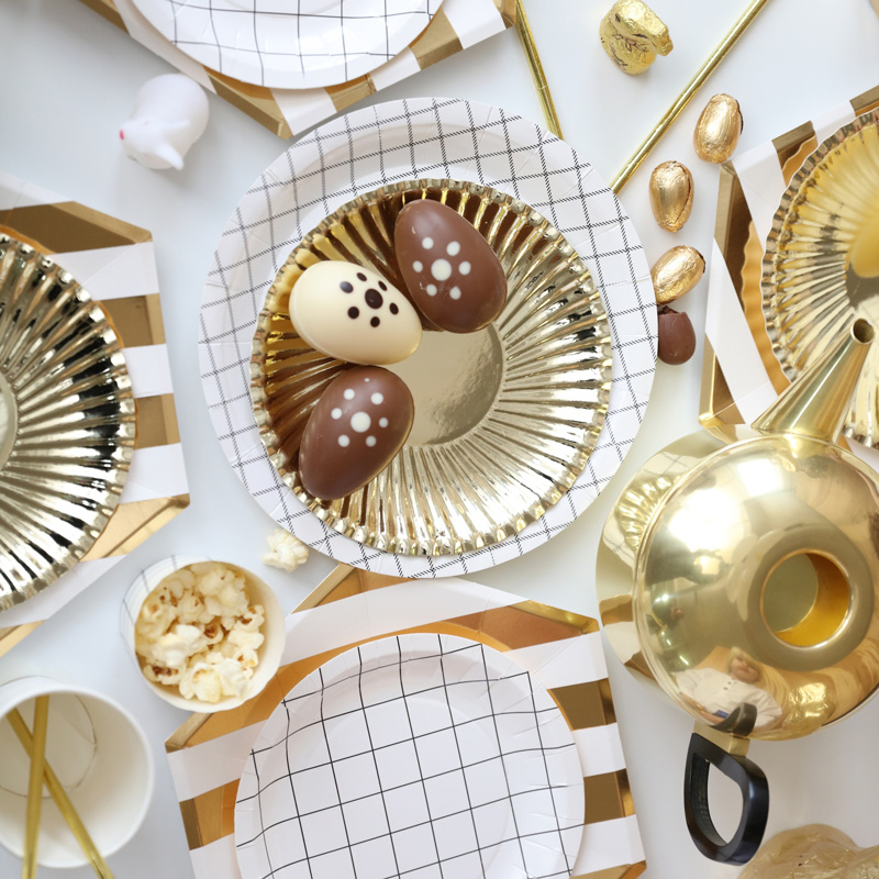 gold-grid-party-setting