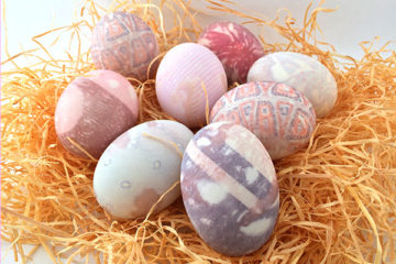 How to dye an egg with a silk tie