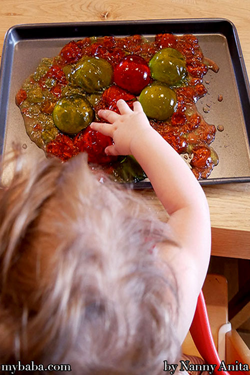 Young children and babies need lots of sensory activities to learn. What better activity for this than jelly sensory play! It's certainly sticky and messy, but your little ones will love exploring the different colours and textures.