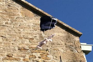 DIY parachutes for teddies