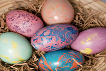 Oil and water marbled eggs